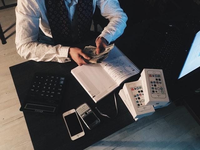 Køb aktier og vær langsigtede